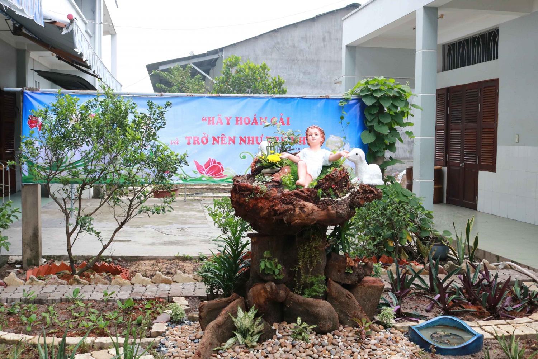 Nhà hưu dưỡng Bé Thơ: Làm phép tượng đài Chúa Hài Đồng...